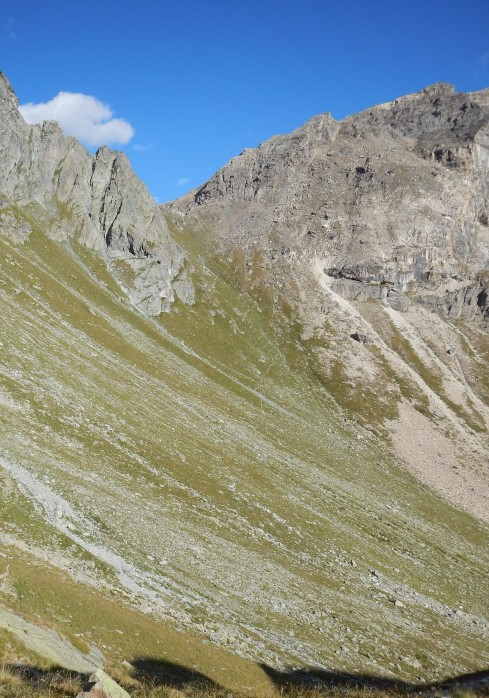 If you look closely, you can see the twenty or so tight switchbacks of the Fenetre de Tsan descent.